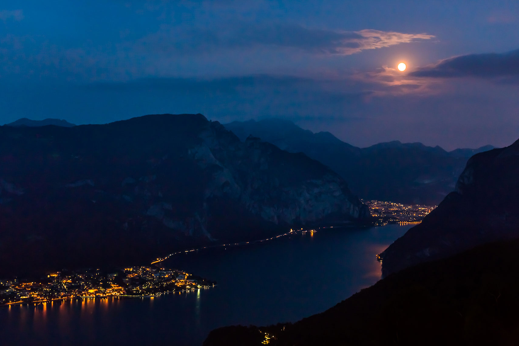 Lago di Como Blue Moon