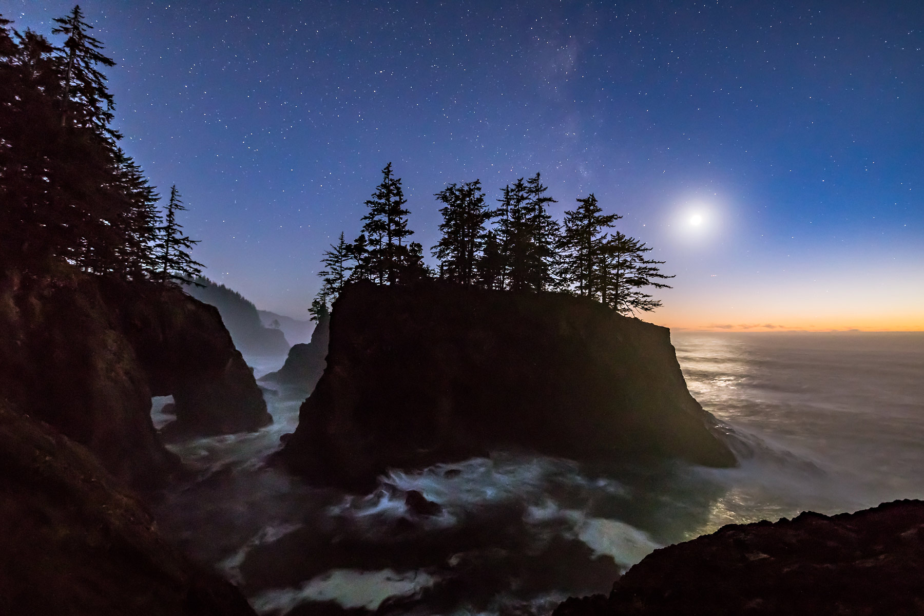 Oregon_Seastack_moon