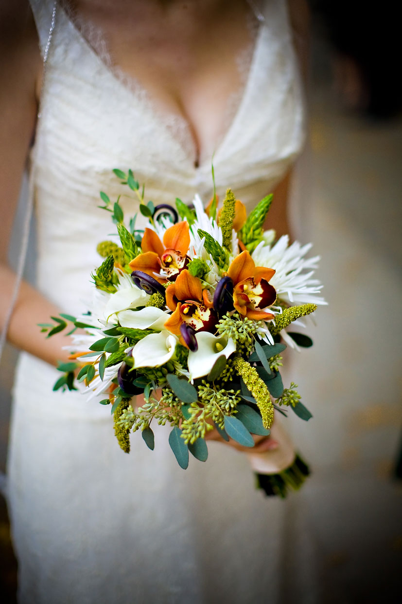 Yosemite bride with bouquet at the Ahwahnee.