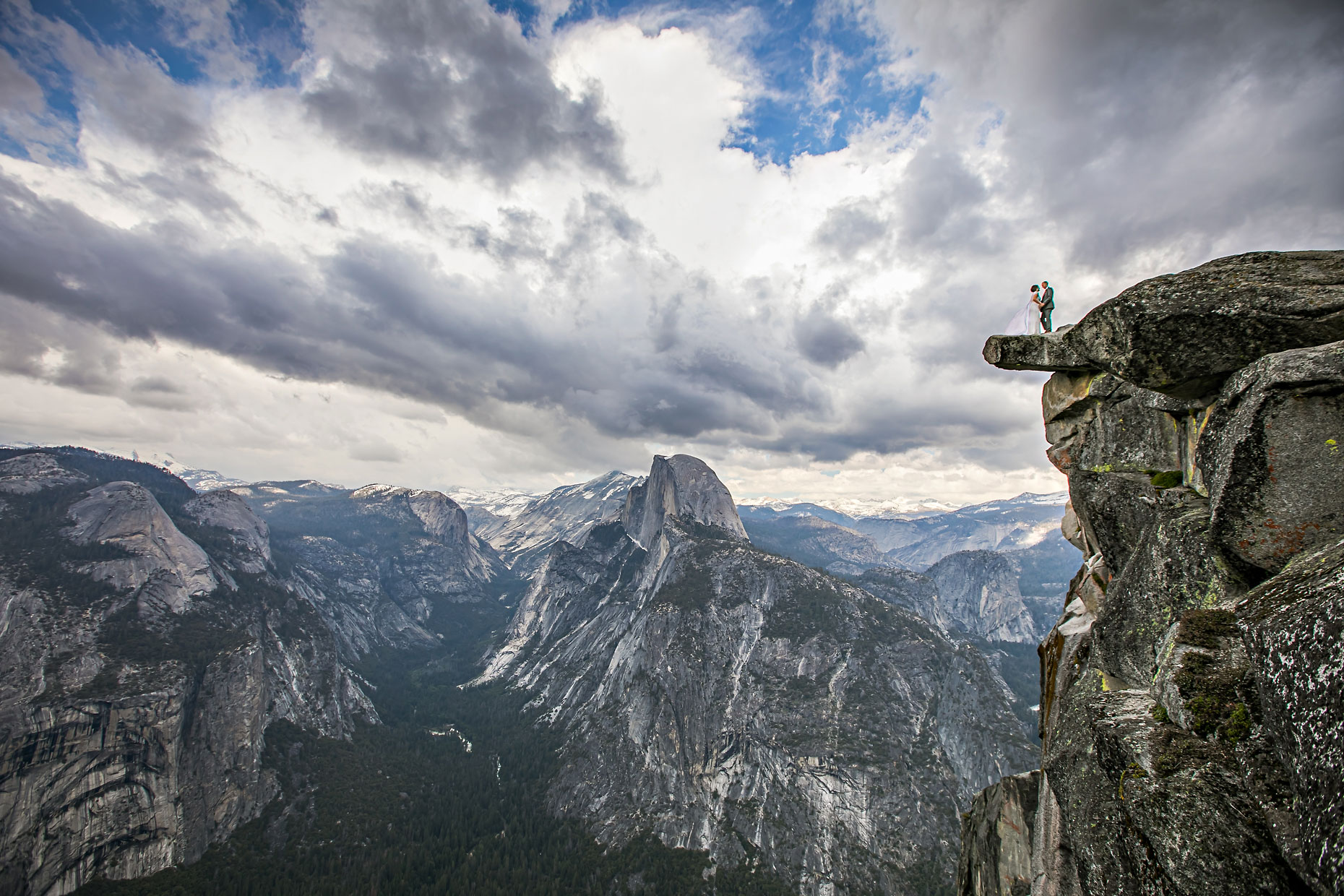 Yosemite adventure elopement photographer at Glacier Point.