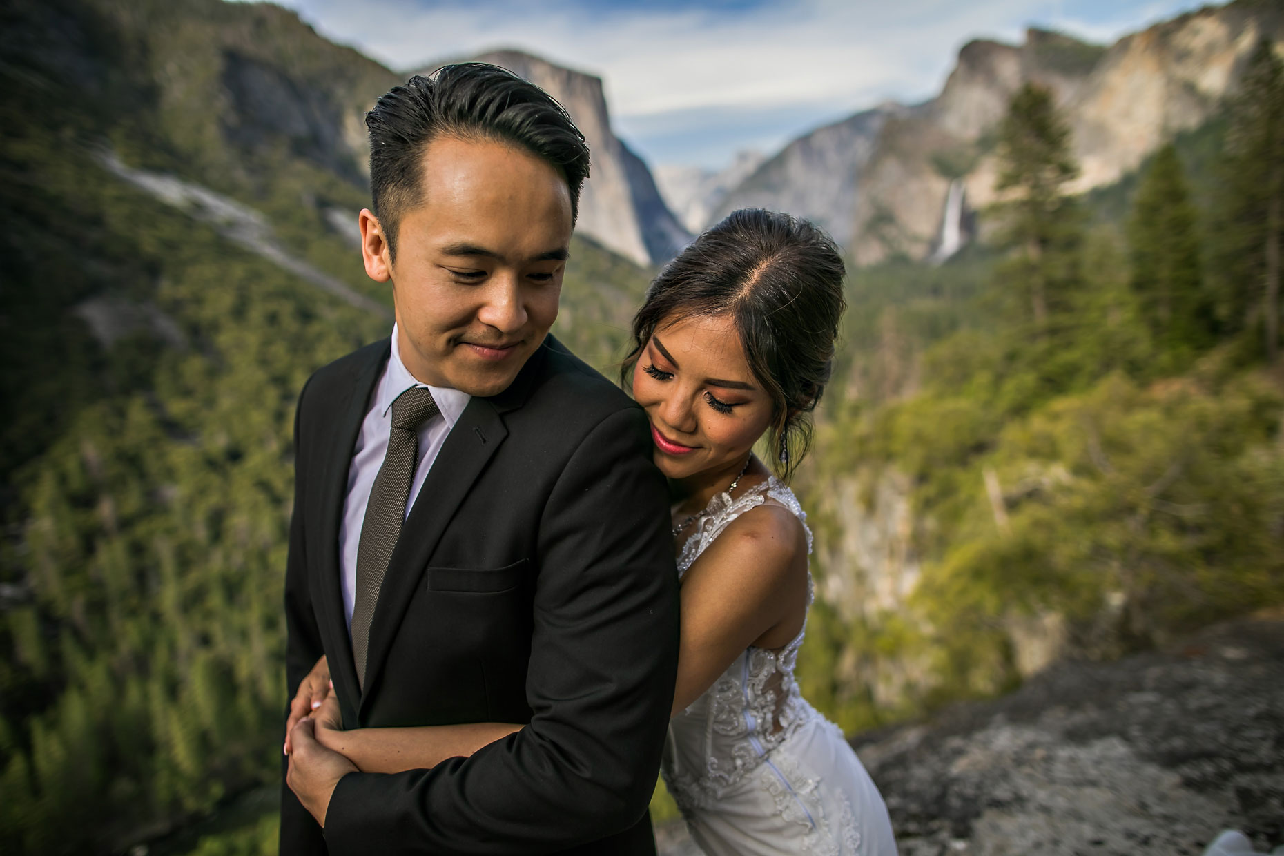 Wedding couple in love in Yosemite.