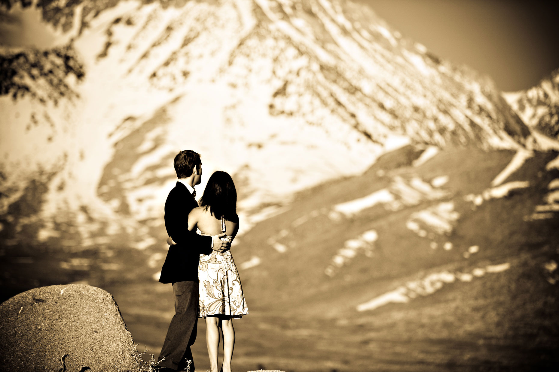 Mammoth Lakes & Eastern Sierra adventure couple photographer.
