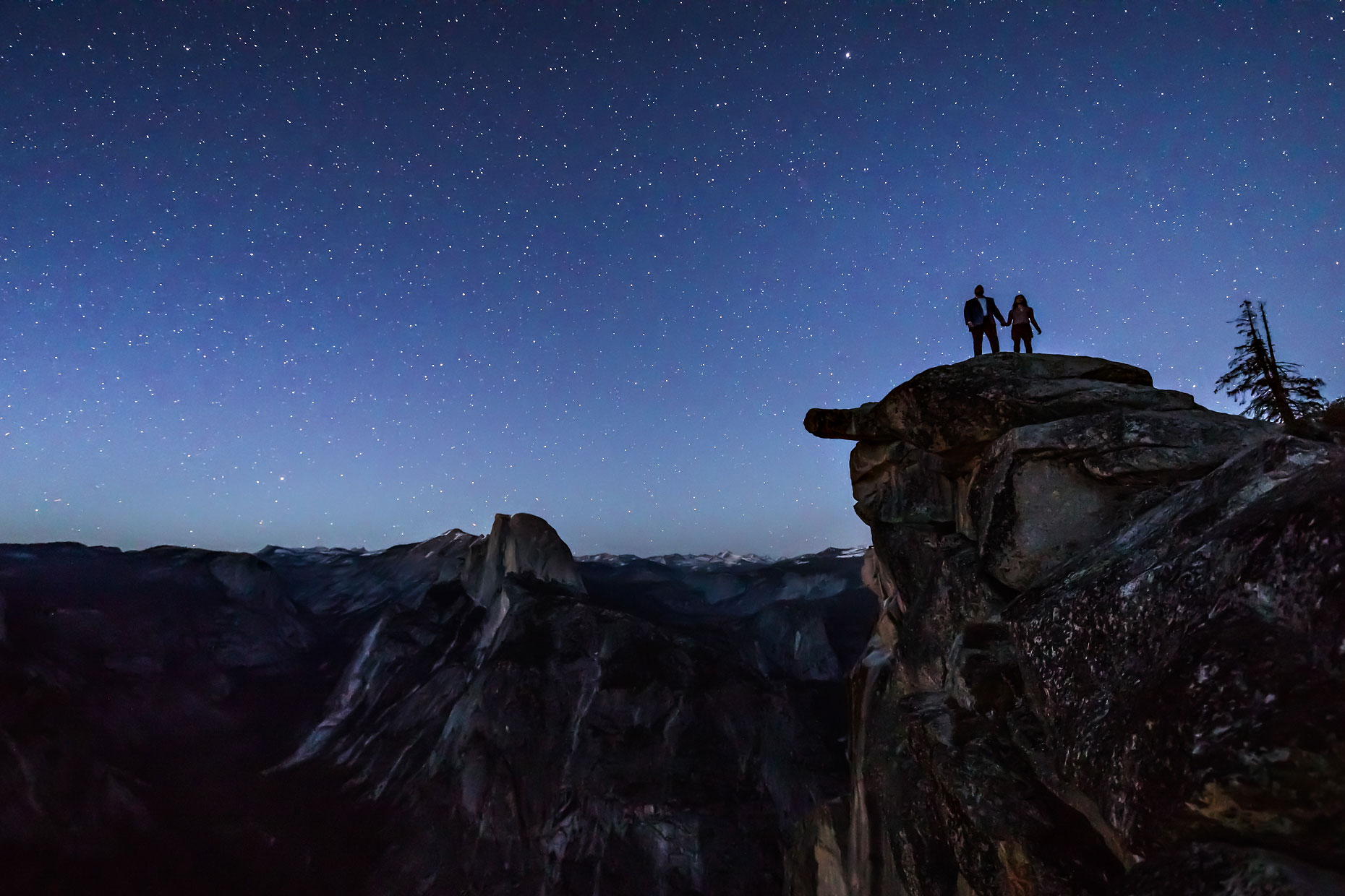 Glacier Point adventure couple photography in Yosemite.