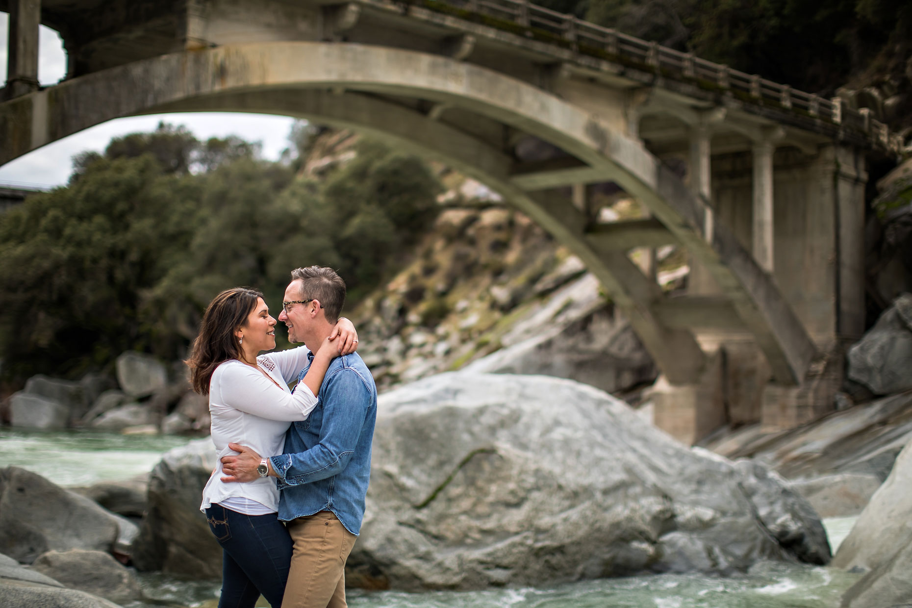 Yuba river couple photographer in Nevada City under bridge.