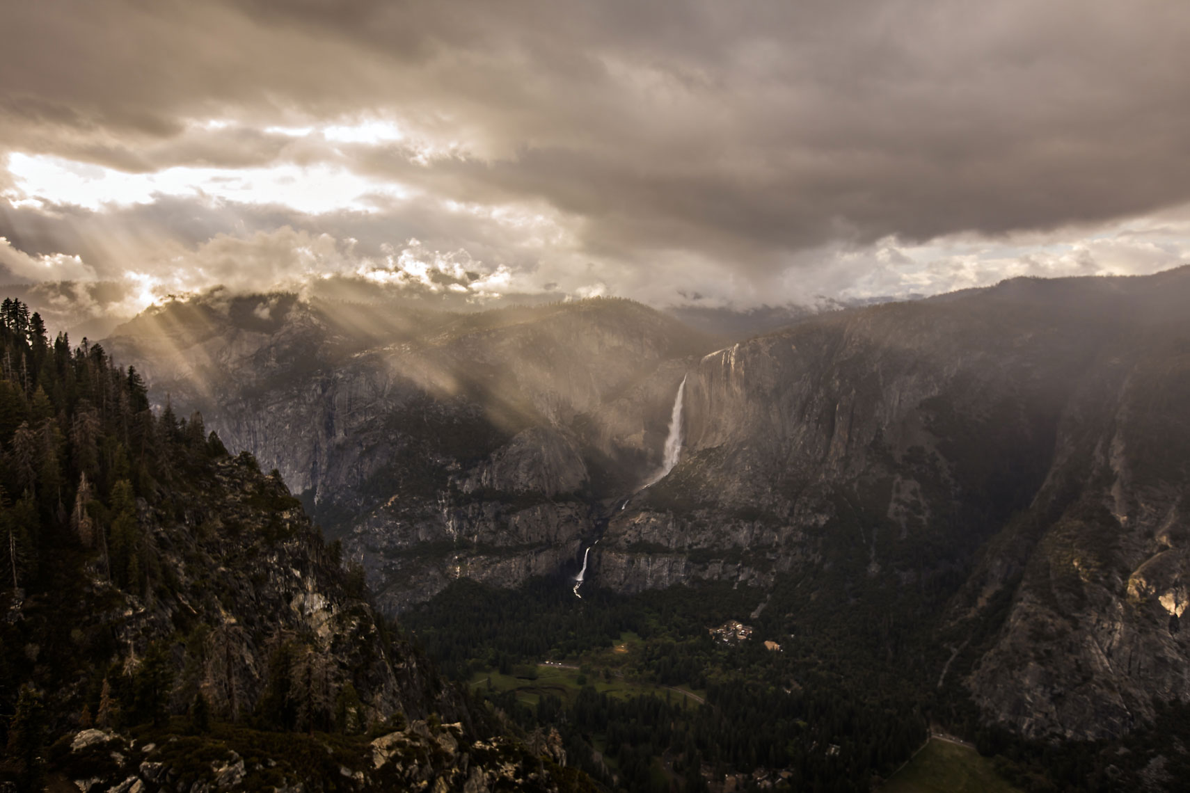Yosemite Falls Godrays